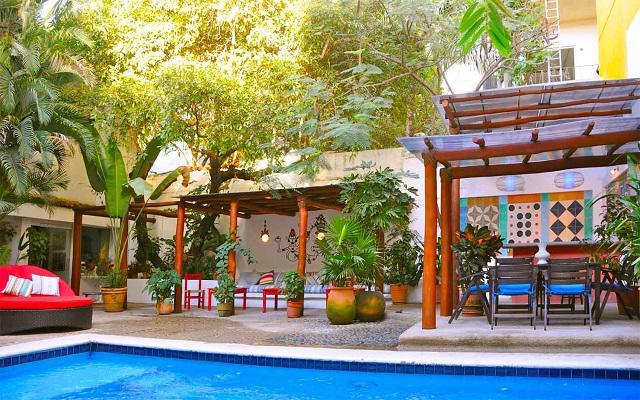 Villa Mercedes Petit Hotel Sólo Adultos, disfruta una copa en el pool bar