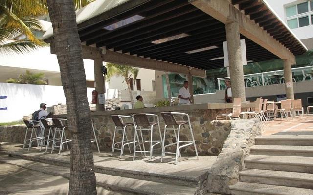 Villa Varadero, prueba una bebida en el bar