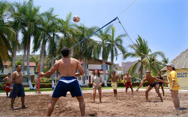 Hotel Qualton Club Ixtapa, diviértete en una reta en la playa