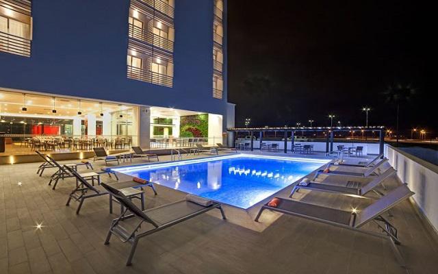 Hotel Yes Inn Nuevo Veracruz, disfruta de su alberca al aire libre