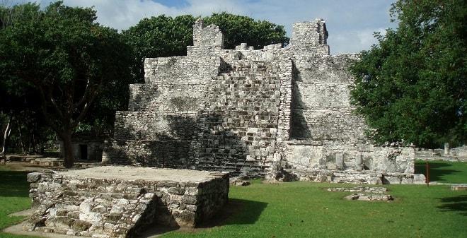 Zona Arqueológica El Meco Cancún