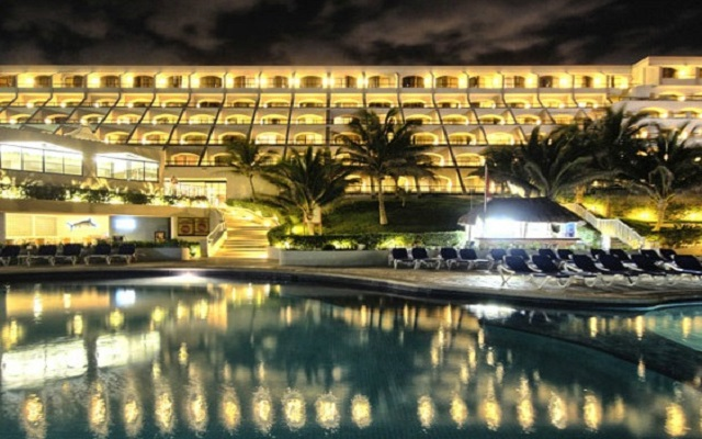 ¡Viaja a Cancún! Vuelo y Hotel Golden Parnassus Resort & Spa saliendo desde CDMX