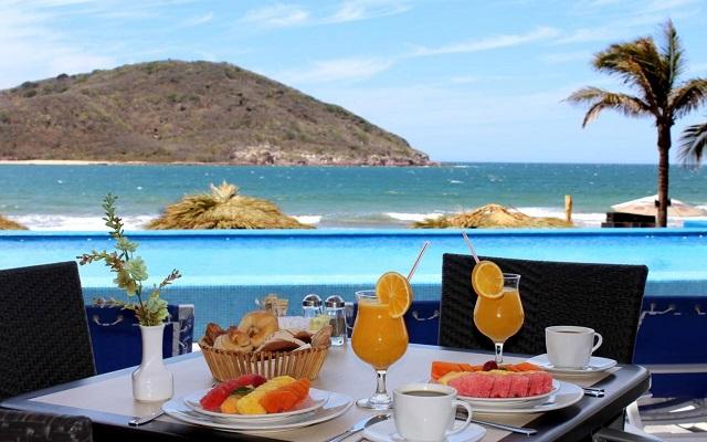 Paquete: ¡Viaja a Mazatlán! Hotel Pacific Palace Beach Tower con desayuno incluido