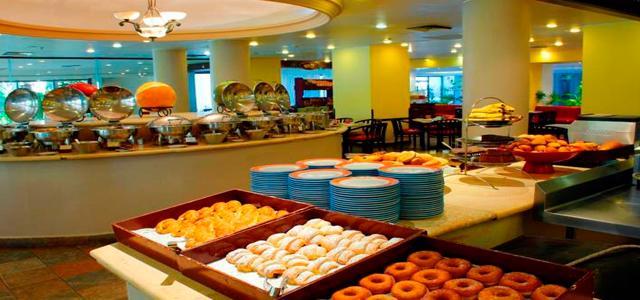 ¡Viaja a Acapulco! Grand Hotel Acapulco con desayuno incluido
