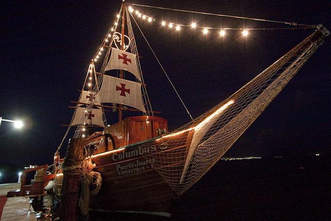 Un recorrido nocturno abordo de una embarcación