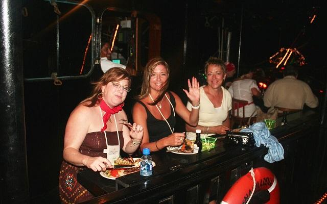 Barco Pirata Cancún Capitán Hook, diviértete y además cena abordo