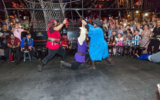 Barco Pirata Cancún Capitán Hook, disfruta de una batalla pirata