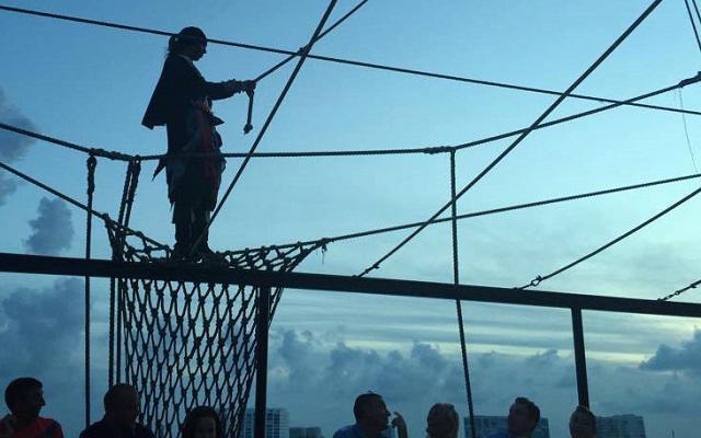 Barco Pirata Cancún Capitán Hook, admira el show
