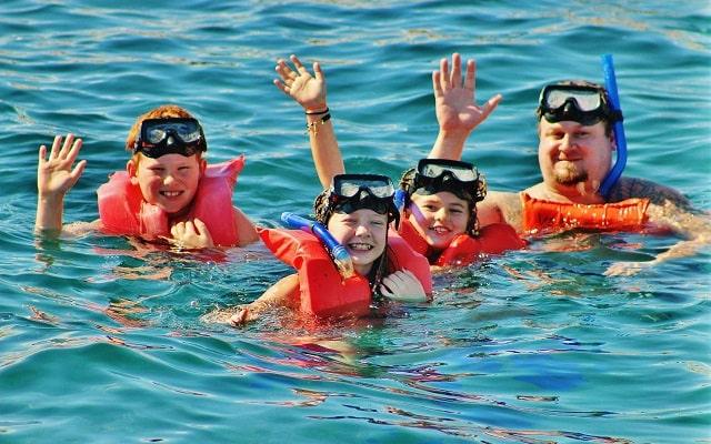 Barco Pirata, Snorkel, Música, Juegos y Desayuno, admira la fauna marina