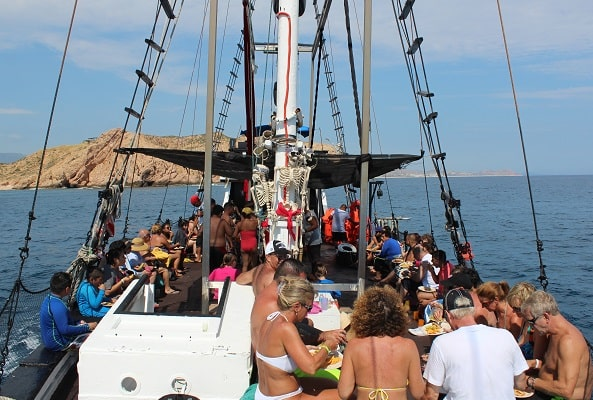 Barco Pirata, Snorkel, Música, Juegos y Desayuno