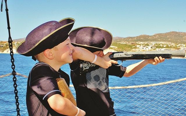 Barco Pirata, Snorkel, Música, Juegos y Desayuno, para divertirse a lo grande