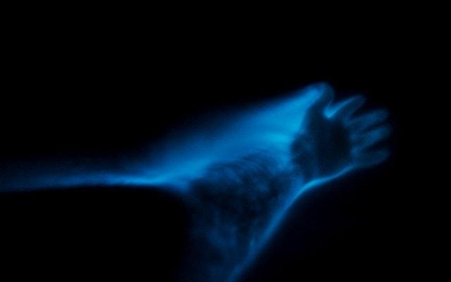 Bioluminiscencia en Laguna de Manialtepec, con el simple movimiento de tus manos