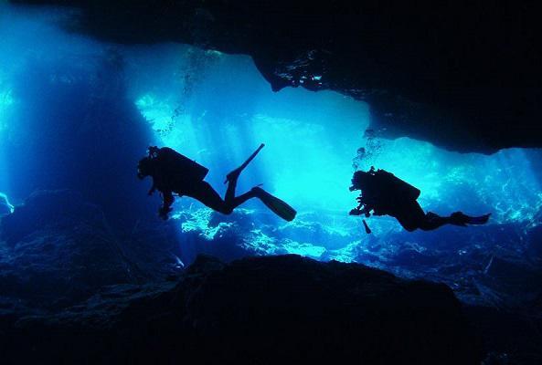 Buceo en cavernas en Riviera Maya
