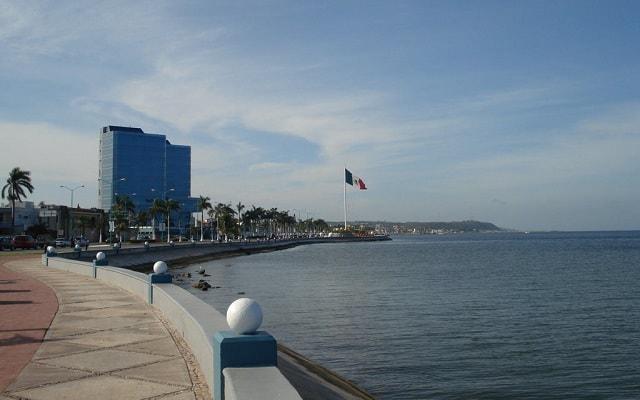 Campeche Centro Historico Tour, orillas del malecón