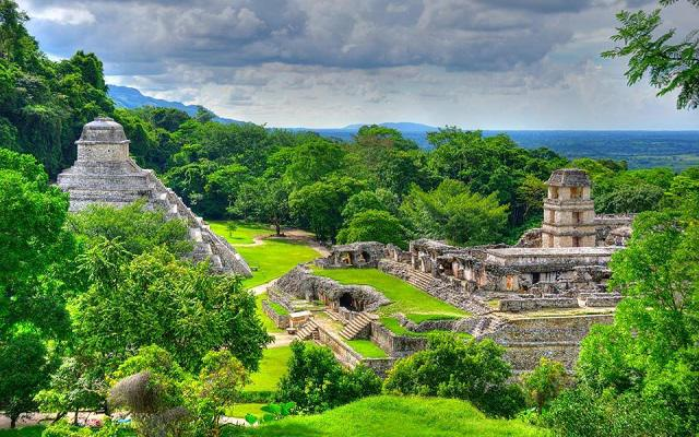 Cascadas de Agua Azul, Misol-Há y Palenque, vista aérea zona arqueológica