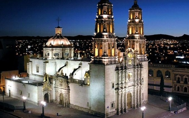 Chihuahua de Noche, conocerás la catedral iluminada