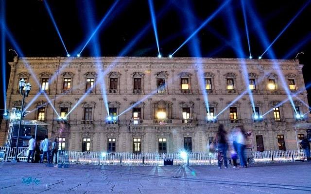 Chihuahua de Noche, admira la belleza arquitectónica del Palacio de Gobierno
