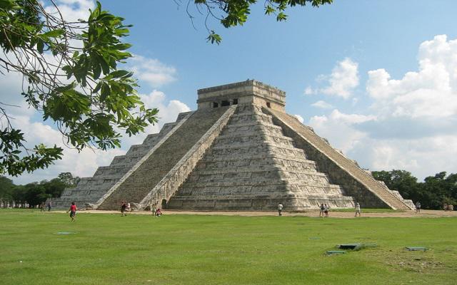Circuito Cultural por Mérida, Uxmal, Kabah, Celestún y Chichen Itzá 4 días, El Castillo en Chichén Itza