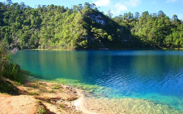 Circuito Cultural por Oaxaca y Chiapas 8 días, Lagos de Montebello con sus aguas de azul intenso