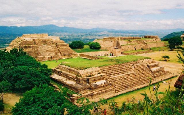 Circuito Cultural por Oaxaca y Chiapas 8 días,  Monte Albán una ciudad zapoteca