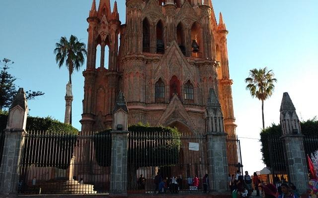 Circuito Cultural Ruta de la Independencia Guanajuato por 3 Días, la Parroquia de San Miguel Arcángel tiene un estilo Neogótico