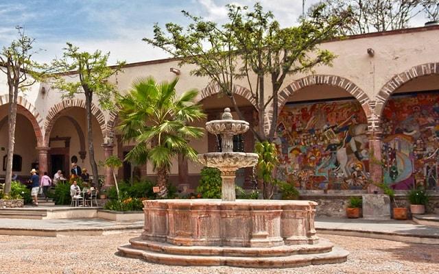 Circuito Cultural Ruta de la Independencia Guanajuato por 3 Días, visitarás el Instituto Allende con una pintoresca arquitectura