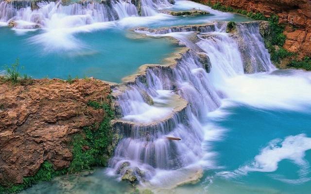 Albercas naturales dentro de Agua Azul