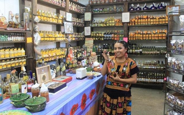 City Tour La Crucecita Huatulco, podrás adquirir artesanías, mezcal, comida tradicional