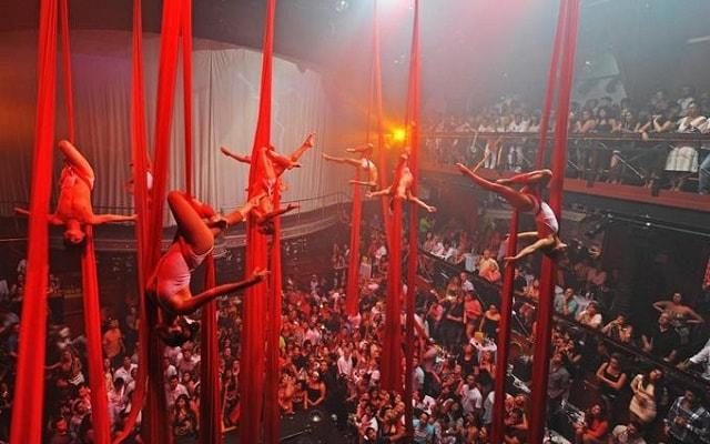 Coco Bongo Cancún, las acrobacias son parte del espectáculo