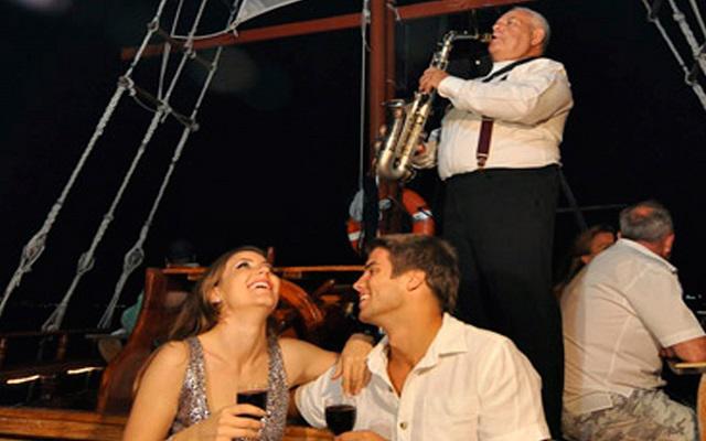 Las dulces notas del saxofonista y una deliciosa cena en un ambiente totalmente romántico