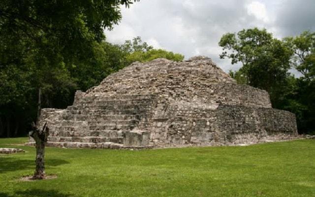 Edzna Zona Arqueológica Tour, templo de la escalinata