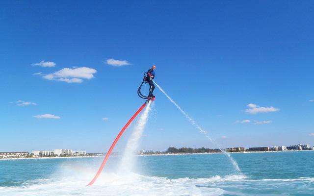 El flyboard es una actividad para los aventureros