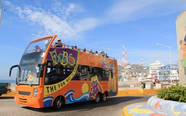 Fun Bus Mazatlán, abordarás un autobús de doble piso sin techo ni ventanas