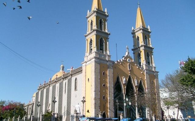 Fun Bus Mazatlán, conocerás la Catedral
