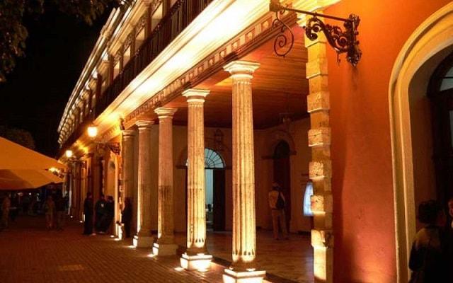Fun Bus Mazatlán, te gustará la arquitectura del  teatro Ángela Peralta