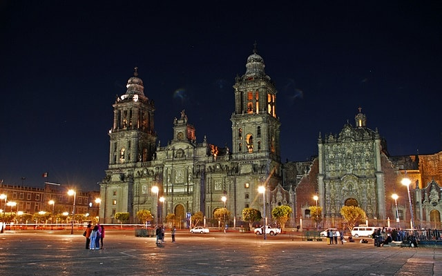 Garibaldi de Noche, admira los monumentos de la Ciudad