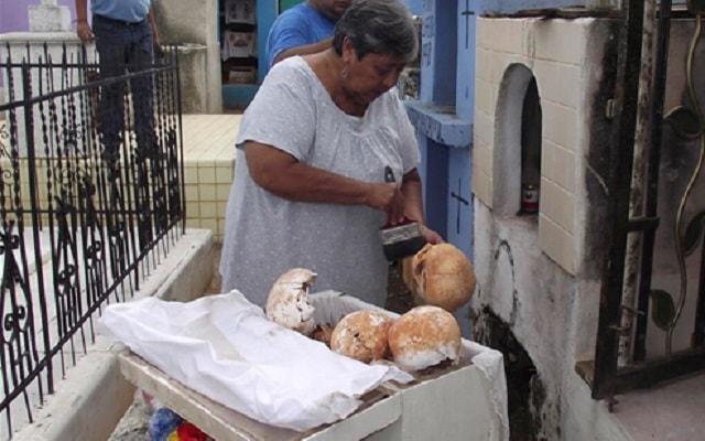 Hecelchakán, Bécal y Calkiní, costumbres de limpieza de huesos en Pomuch