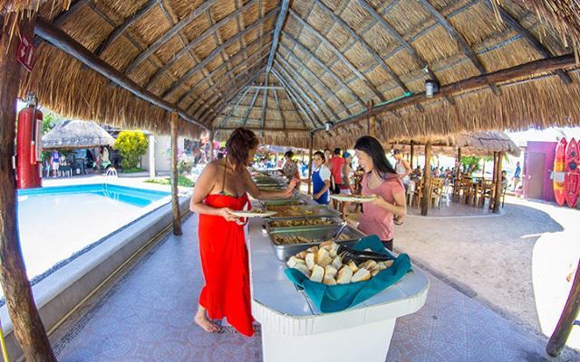 Isla Mujeres Aventura en Catamarán, deléitate con una comida tipo buffet