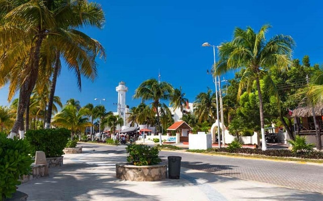 Isla Mujeres Aventura en Catamarán, también puedes hacer compras y llevarte un souvenir