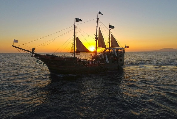 Tour Marigalante Barco Pirata Puerto Vallarta Show Nocturno recomendado