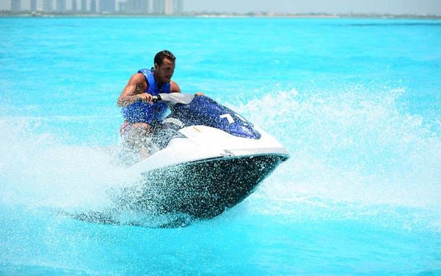 Moto Acuática en Cancún, conoce y navega como nadie el mar caribe