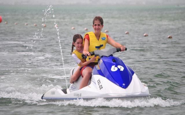 Moto Acuática en Cancún, edad mínima para manejar 18 años