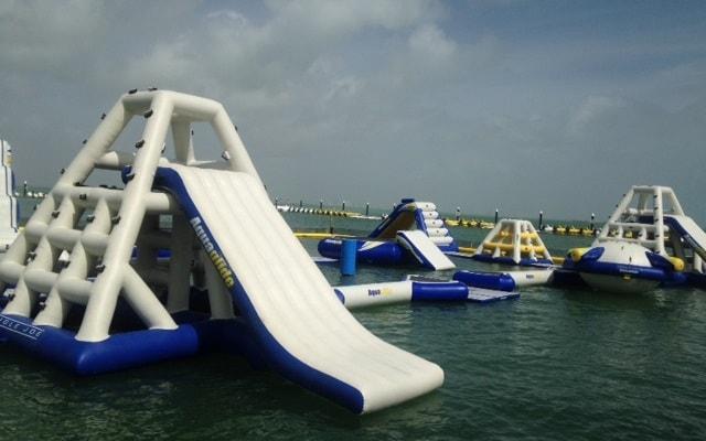 Parque Acuático Inflable Aquaworld, divertido circuito de juegos