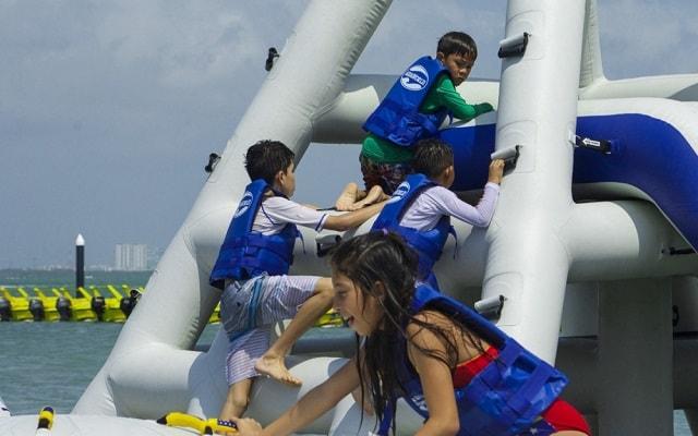 Parque Acuático Inflable Aquaworld, corre, brinca, escala.