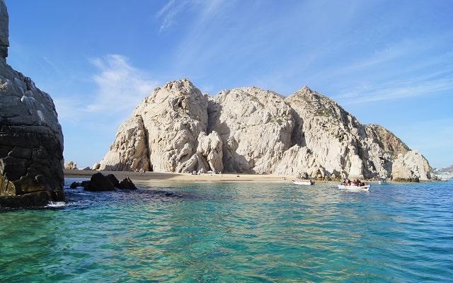 Paseo en Lancha Fondo de Cristal por Arco del Fin del Mundo, playa del amor