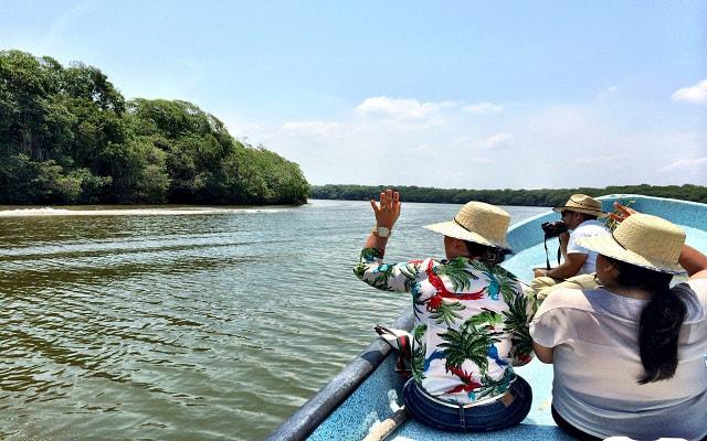 Paseo por Laguna en Mandinga, diviértete con el paseo en lancha