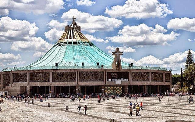Pirámides de Teotihuacán y Basílica de Guadalupe, vista panorámica de la Basílica