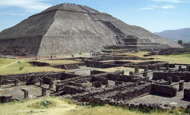 Pirámides de Teotihuacán y Basílica de Guadalupe