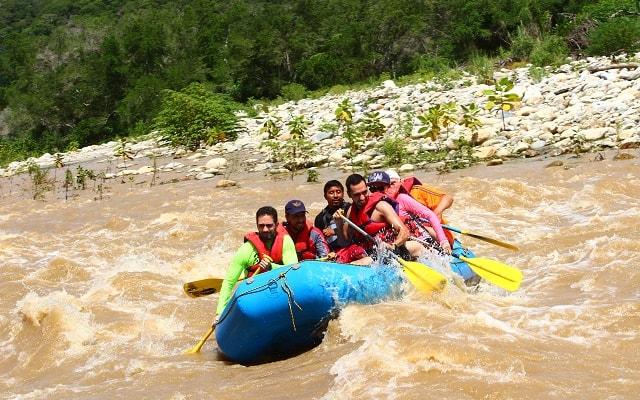 Rafting en Río Copalita Huatulco Nivel 2, tendrás entrenamiento previo y equipo de seguridad