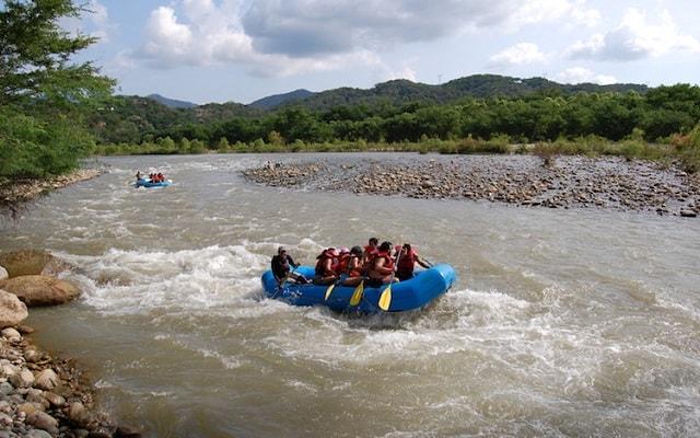 Rafting en Rio Copalita Huatulco Nivel 1, tendrás equipo de seguridad e indicaciones previas